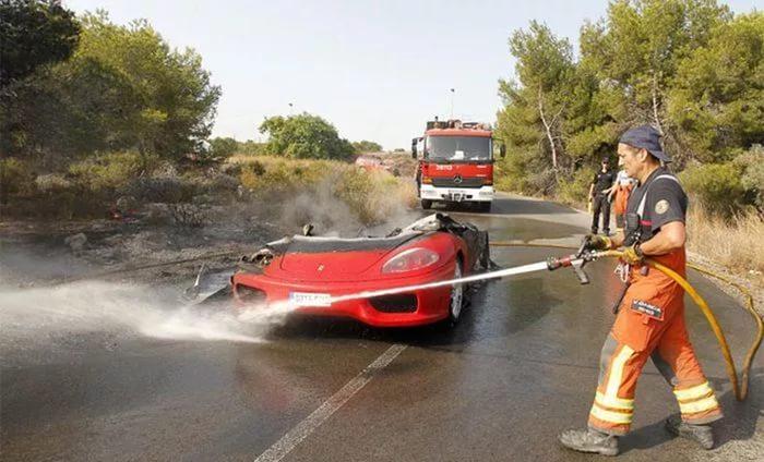 Эвер Банега потерял в огне спорткар