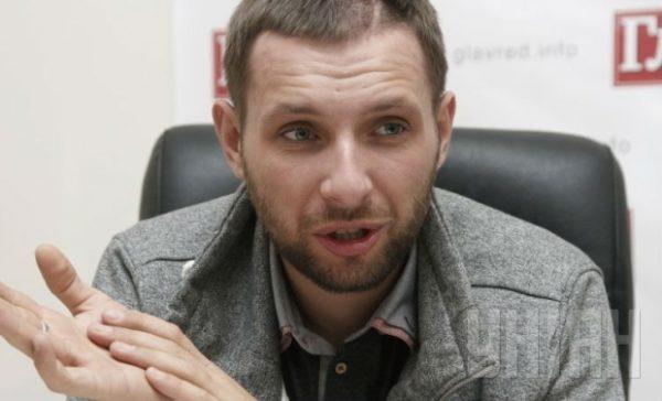 Парасюк отказался сидеть рядом с Савченко
