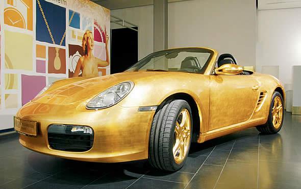 Porsche 911, покрытый золотыми пластинами