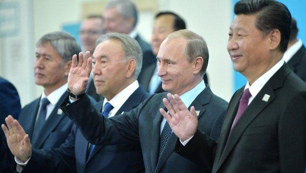 выходить из кризиса с помощью Китая