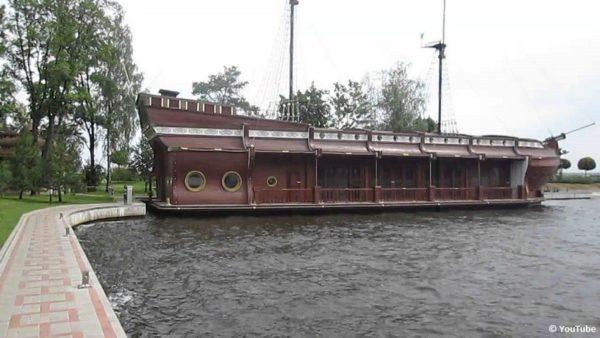 корабль Януковича