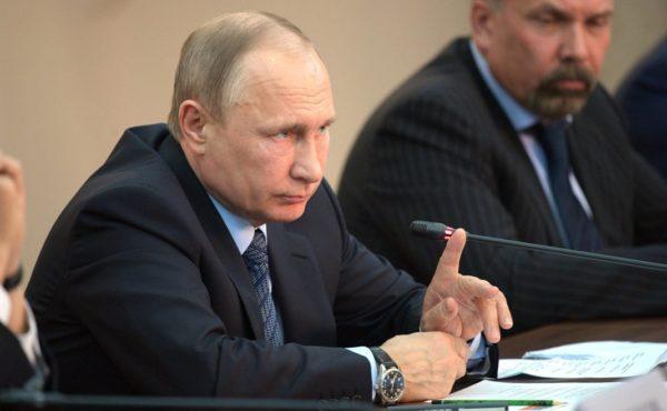 Владимир Путин реально помогает Украине