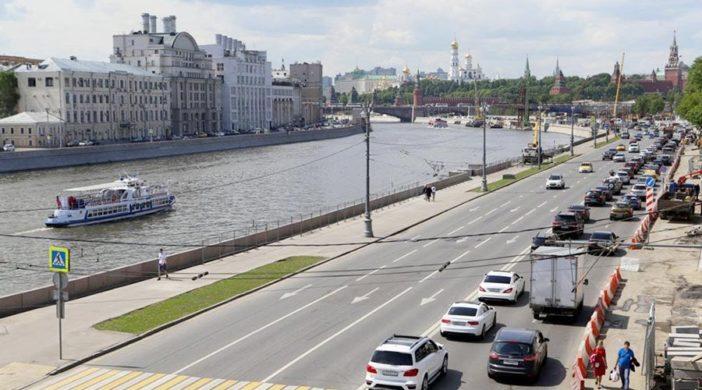 перекрыто движение на Москворецкой набережной