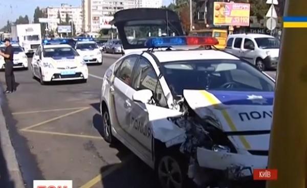 Водитель не заметил машину полиции