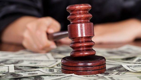 судья брал взятки
