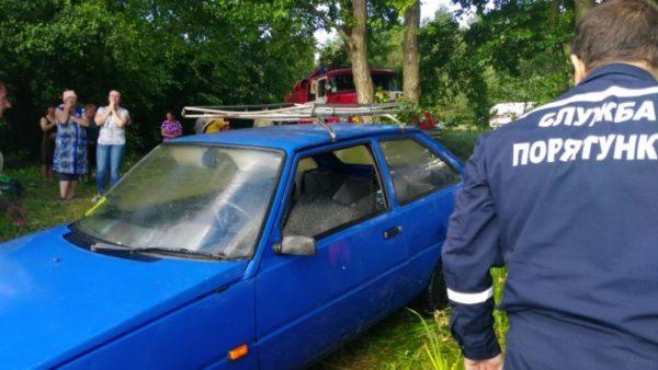 в Киевской области утонул автомобиль