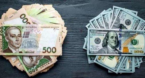 Гривна укрепилась к доллару и евро