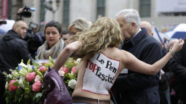 Активистки Femen разделись