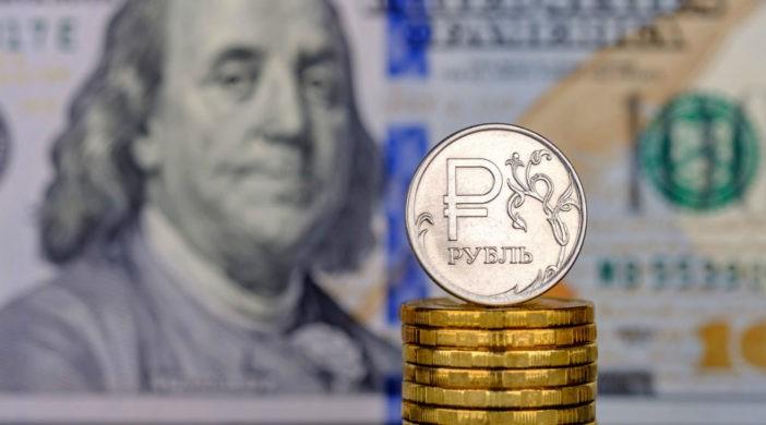 российская валюта подешевела относительно американской