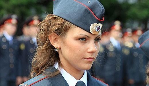 женщина сотрудник полиции